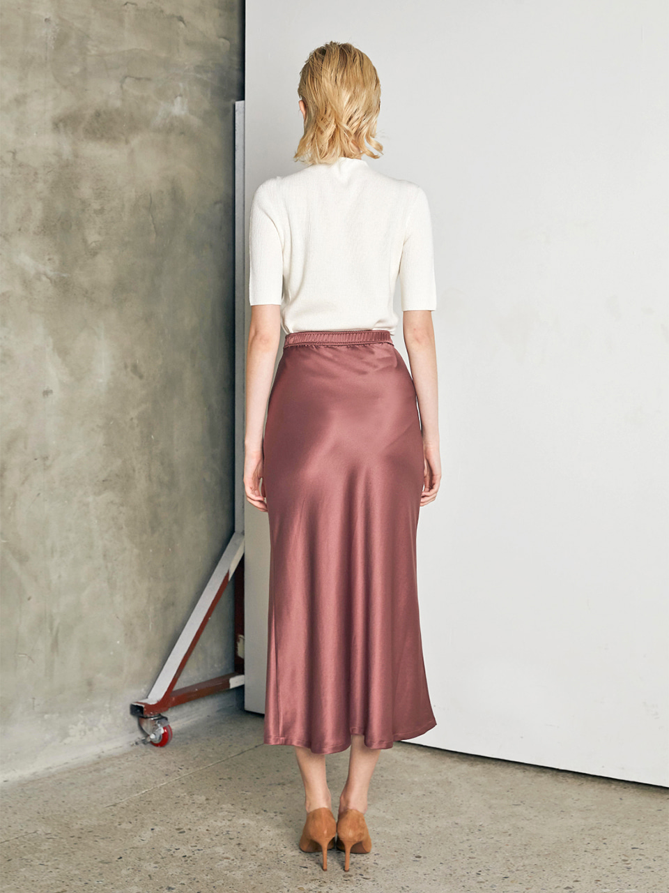 UNBALANCED SLIT SATIN SKIRT [ROSE BROWN]