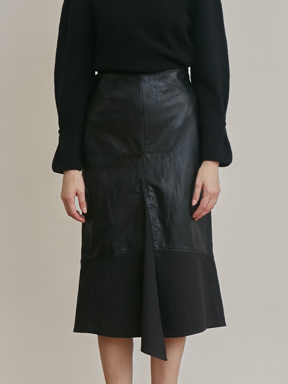 FAUX LEATHER STRETCH SLIT SKIRT [BLACK]