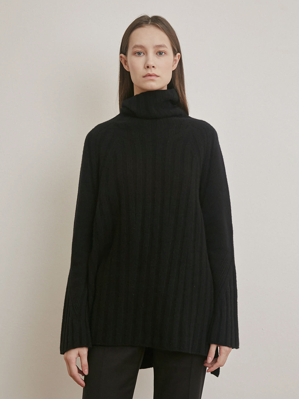 CABLE KNIT TURTLE NECK SWEATER [BLACK] [IVORY]