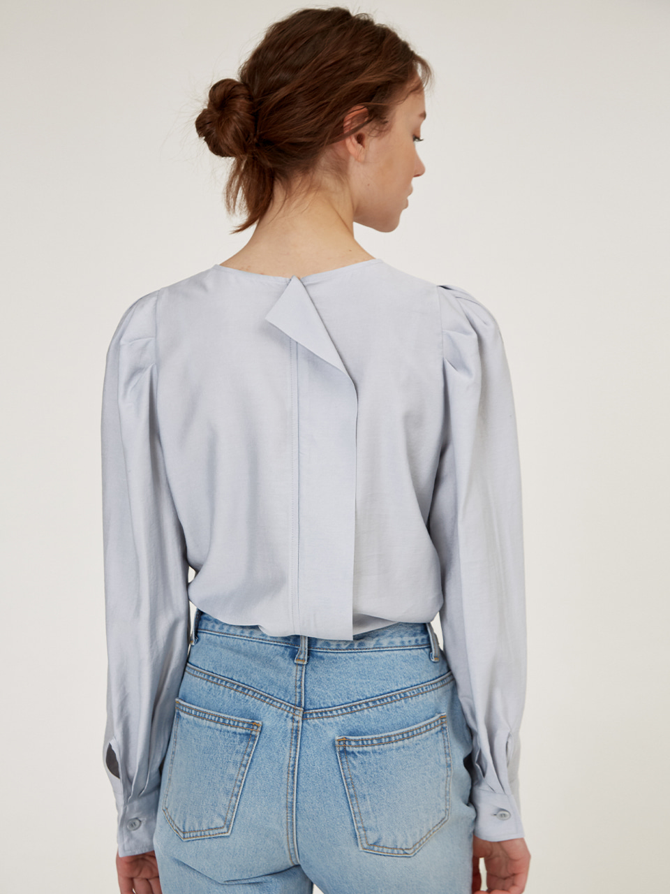 PUFF-SLEEVE BACK POINT BLOUSE [Light Gray] [Mint] [Ivory] [Lavender]