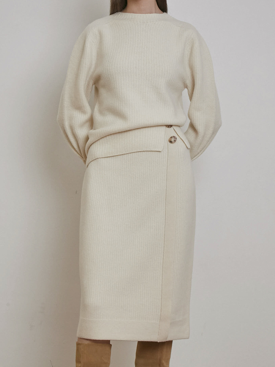 CASHMERE BUTTON DETAILED KNIT SKIRT [BLACK][IVORY]