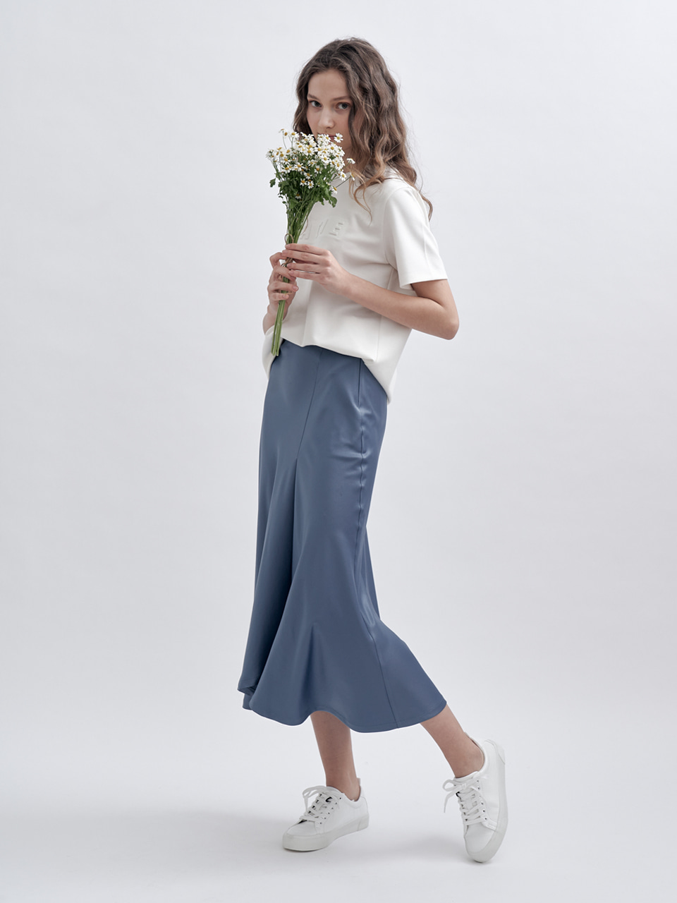 UNBALANCED SLIT SATIN SKIRT [BLUE]