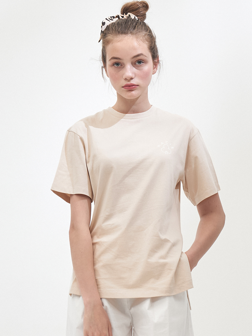 SIDE SLIT CRAYON T-SHIRTS_LIGHT BEIGE