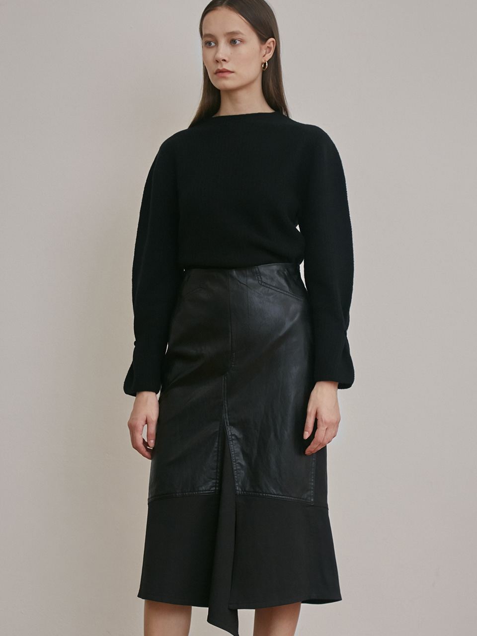 ⓗ FAUX LEATHER STRETCH SLIT SKIRT [BLACK]