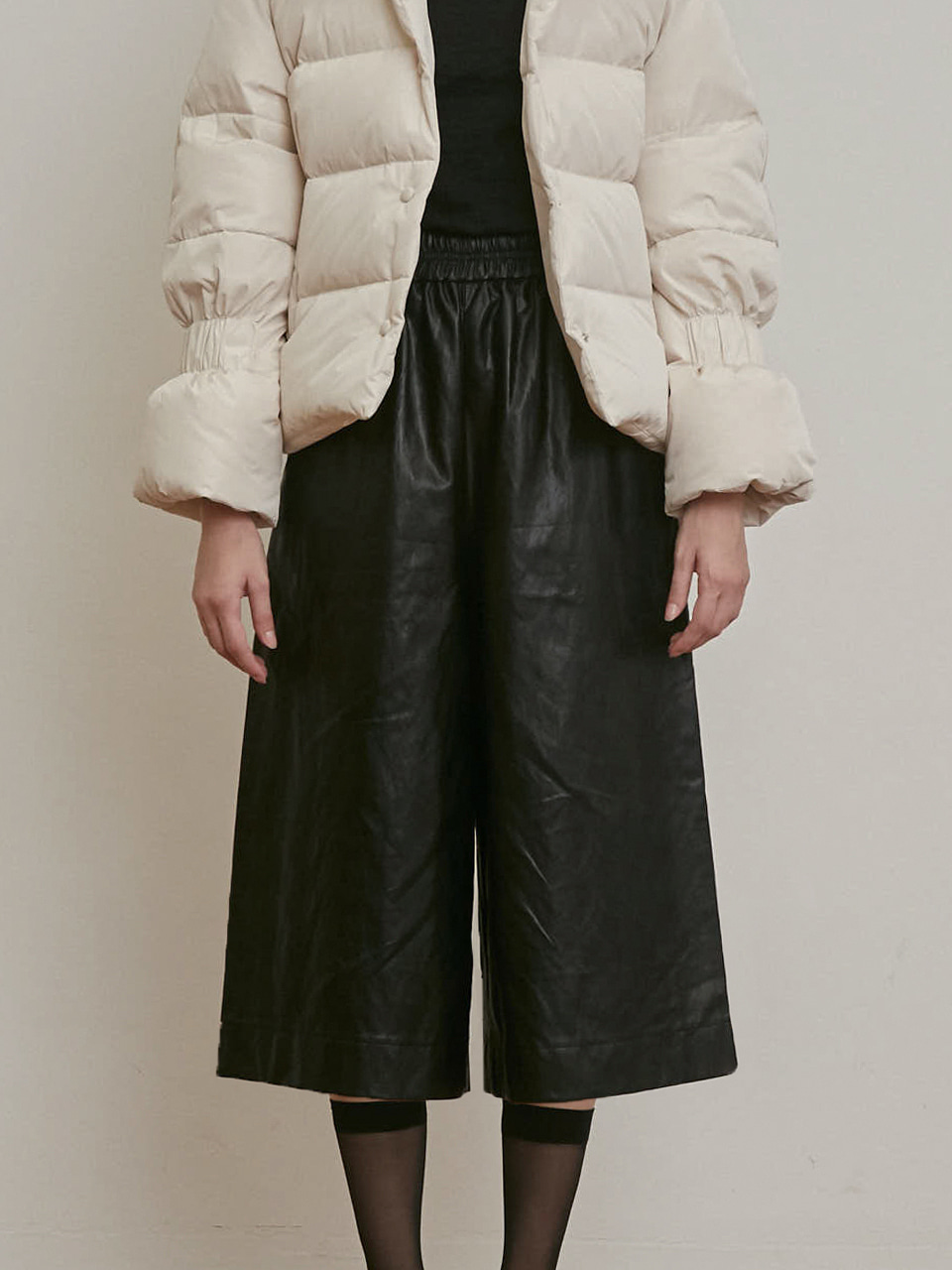 ⓗ FAUX LEATHER WIDE CROPPED PANTS [BLACK] [BROWN]