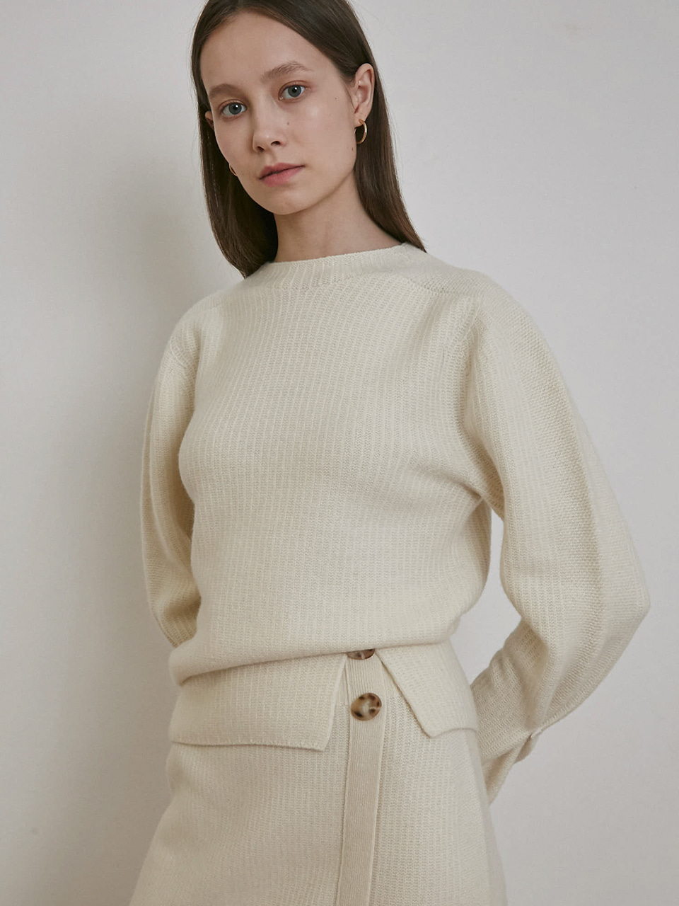ⓗ CASHMERE SLIT DETAILED KNIT TOP [BLACK][IVORY]